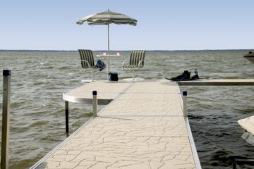 Choosing a Composite or Plastic Decking For Your Dock
