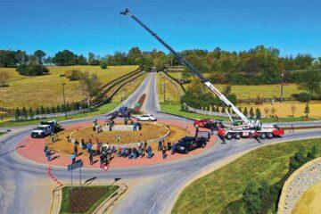 Secretariat statue placed near Lexington, Ky. with Link-Belt crane